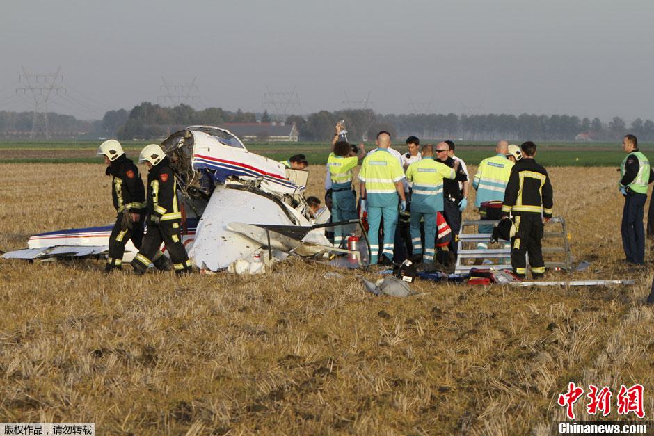 飞行员 荷兰 两名 身亡/荷兰两小型飞机坠毁两名飞行员身亡(2/3)