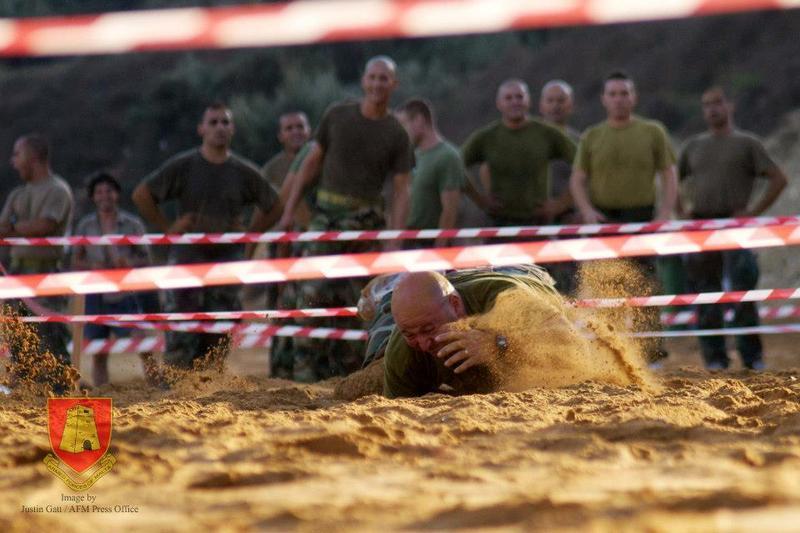 马耳他部队进行体能训练-马耳他军队体能训练花样真多图片