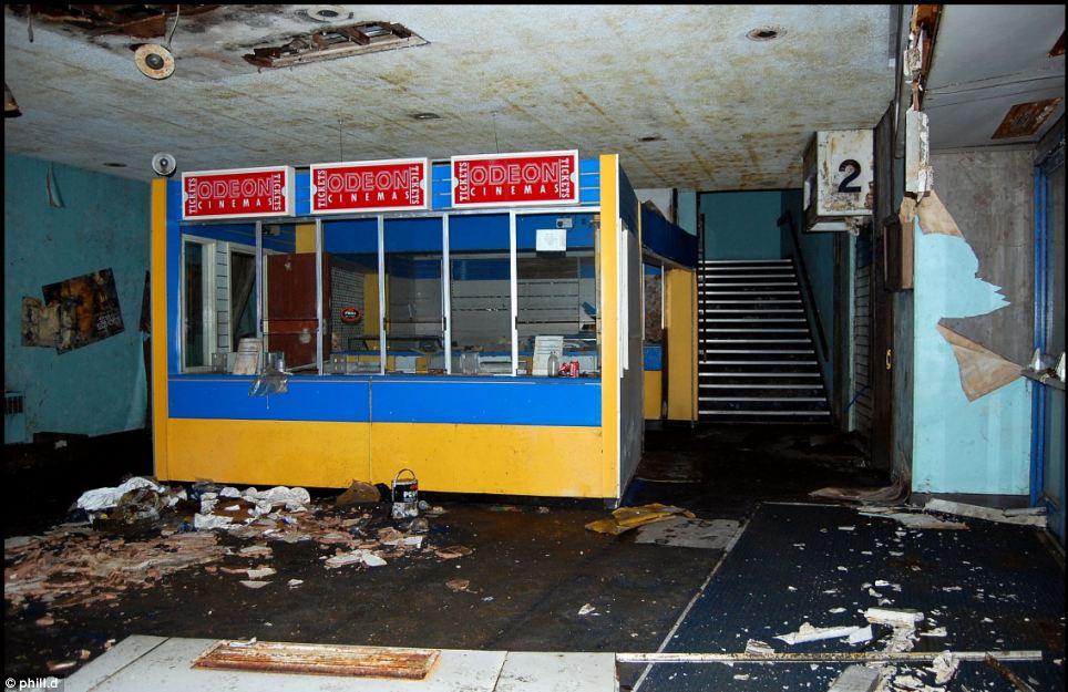 剧场 英镑 豪华 荒废 年后/英豪华剧场荒废10年后仅售1英镑(6/14)