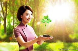 台湾华航推出空姐日历:清雅端庄