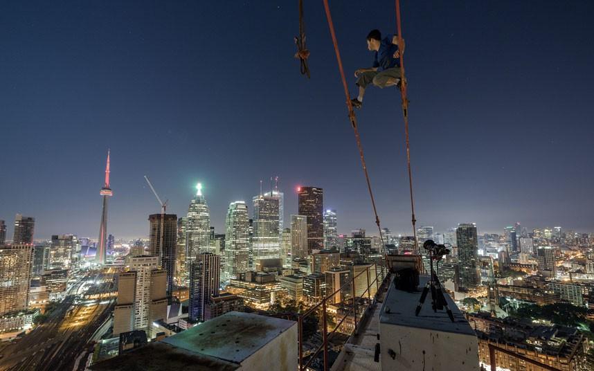 玩命男子镜头记录高楼壮观景象