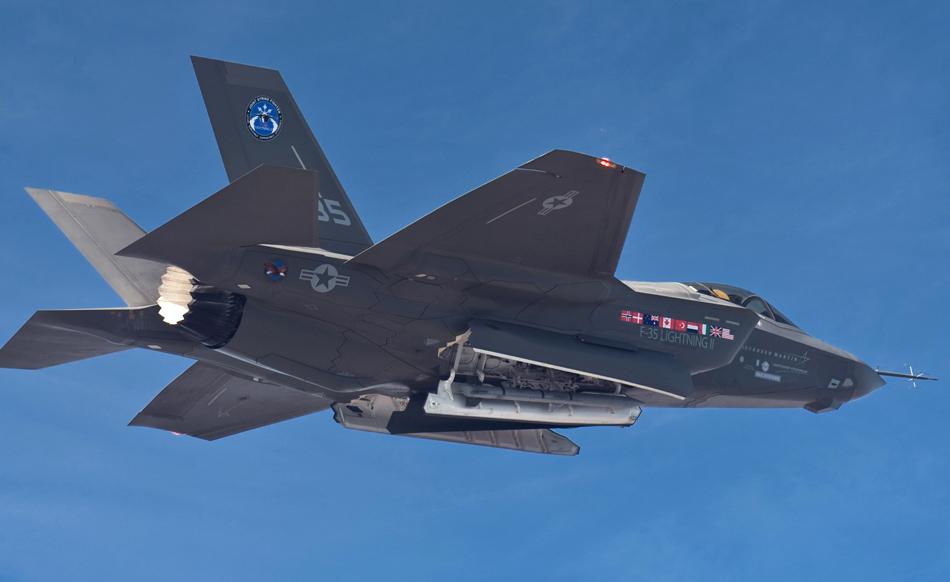 歼31战机机腹弹舱曝光 结构与F35差别很大