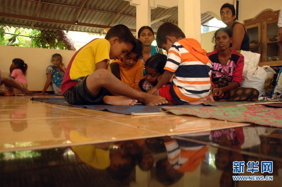 斯里兰卡暴雨数万人转移