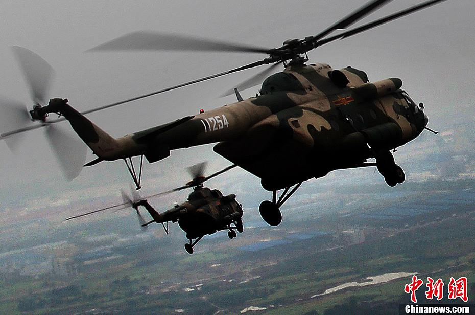 成空直升机女飞行员考试现场