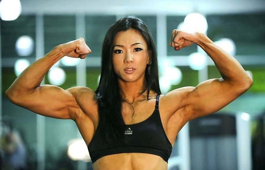 韩国美女健身教练 萝莉面孔劲爆肌肉