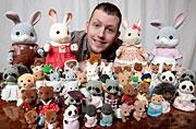 英男子有5000玩偶成欧最多收藏家