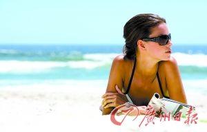 沙滩美女。