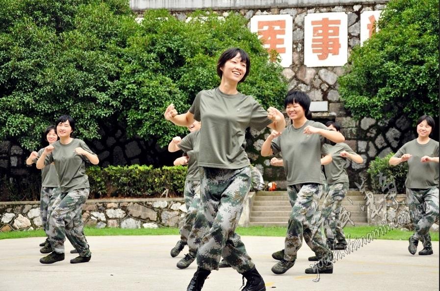 健美操美女教练入伍之后 军事