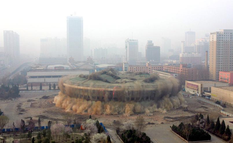 辽宁体育馆成功爆破拆除