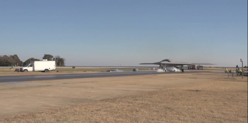 美军X-47B首次在陆地成功弹射起飞【组图】 - 春华秋实 - 开心快乐每一天--春华秋实