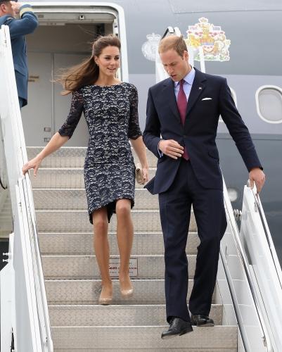 威廉王妃凯特怀孕_凯特王妃怀孕威廉王子夫妇的恩爱瞬间回顾_娱乐_环球网