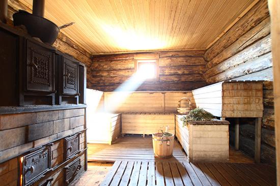 """【环球网综合报道】洗浴文化以桑拿、温泉、蒸汽浴和热水浴等不同的形式遍及在世界的各个角落。如今,这种各地独具特色的洗浴体验在众多的观光项目中成为了颇受异地游客喜爱的了解当地文化的方式。   实际上世界上最早的公共浴池发现于20世纪初今天的巴勒斯坦地区。经过研究发现它是一座于公元前2500年建造在印度河流域失落的城市—Mohenjo-daro中的""""大浴池"""",从浴池发现的位置专家认为它是一座专为人们提供宗教洗礼的神圣之地。大约在公元前三百年罗马人接受了这种公共的大型浴池并"""