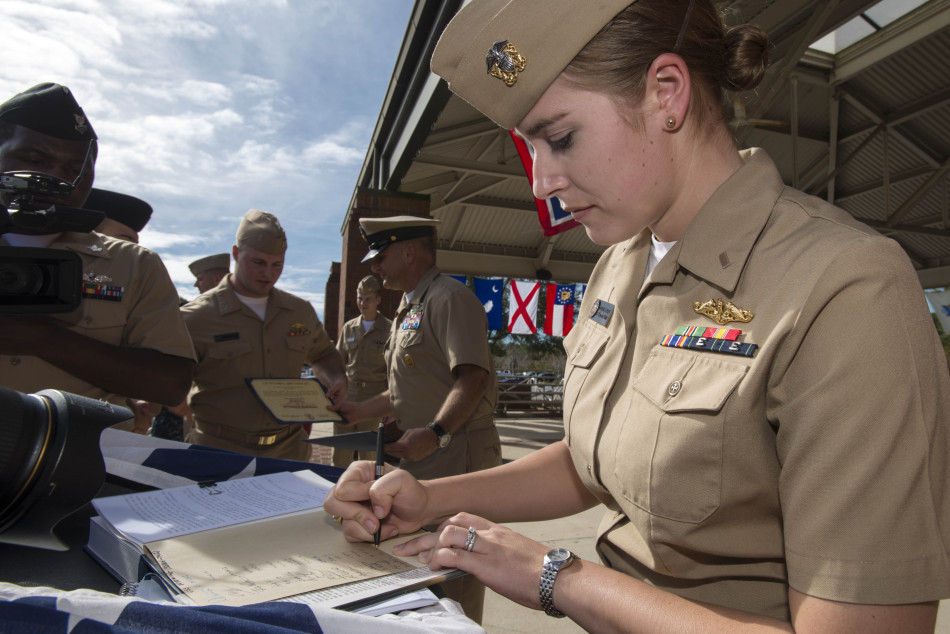 美丽女兵要上战略核潜艇服役了 军事