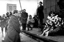 德总理向犹太人下跪照