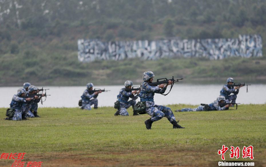 12月23日,南海舰队陆战队某旅在广东湛江某基地举行海军陆战队战图片