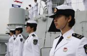 广州号驱逐舰女舰员首亮相