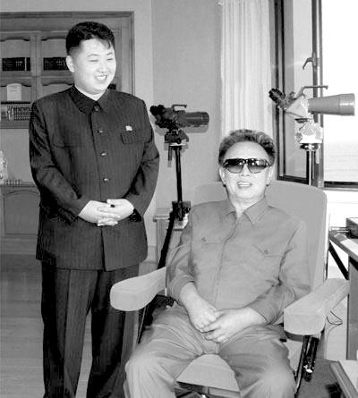 朝鲜公布金正日父子旧照