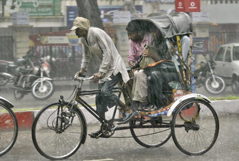 印度人力车夫的艰难生活