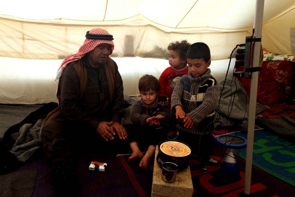 雪上加霜 难民营 暴风雨 叙利亚/叙利亚难民营因暴风雨雪上加霜(11/20)