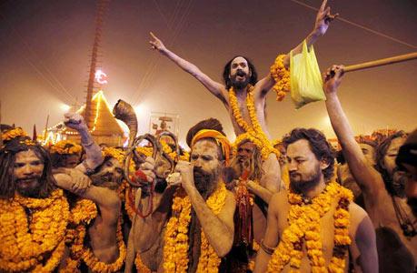 大壶节:印度朝圣者的沐浴集会