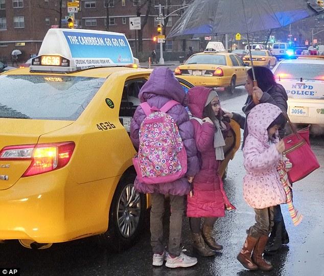 纽约校车司机罢工致学生上学难图片