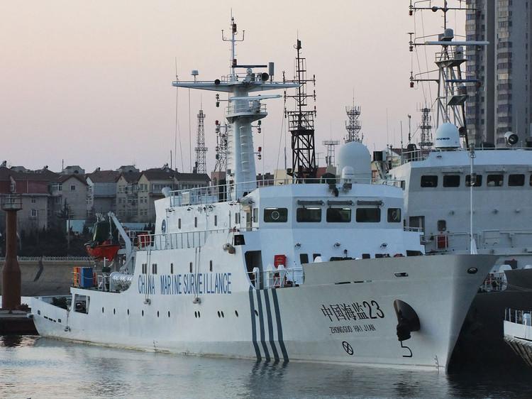 中国海监船编队19日继续巡航钓鱼岛领海