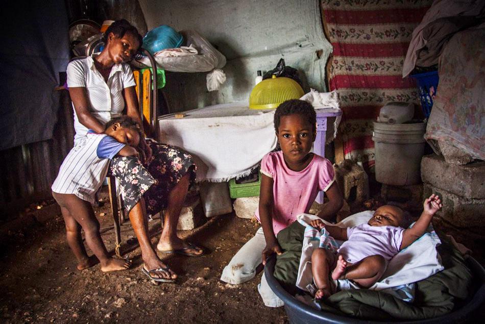 儿童 克里/海地儿童的悲惨奴隶生活...