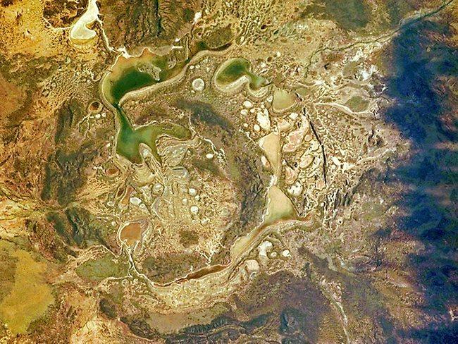 陨石坑挖出2吨钻石_盘点震撼地坑:世界最大人造坑挖出千斤钻石_科技_环球网