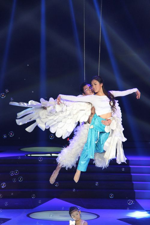 星光大道出来的歌手_郭涛表演空中飞人 二妹妹闪耀《星光大道》_娱乐_环球网