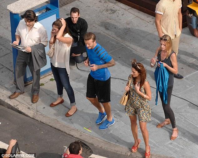 贝克汉姆西班牙街头美女相伴拍摄运动广告