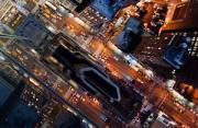 城市风光:高楼边缘的俯瞰
