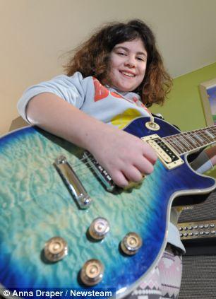 通过 考试 电吉他 女童/英女童学电吉他2年通过8级考试(3/6)