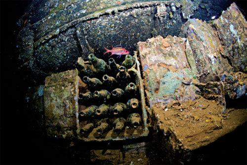 """二战日本军舰队""""水下墓地"""""""