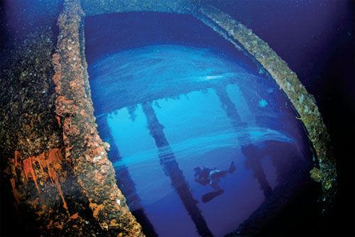 楚克岛的沉船成就了潜水探险天堂的美誉