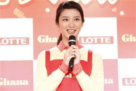 """女星长泽雅美与武井咲共捧""""爱""""的巧克力 - 鹏鹏 - 星讯娱乐"""