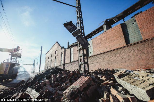 摄影师 陨石雨 俄罗斯 划过天际/俄民众称陨石坠落如同世界末日(4/30)