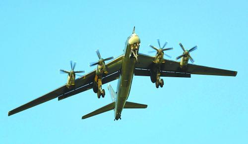 """俄轰炸机""""绕飞关岛""""令美惊愕 猜暗助中国争岛"""