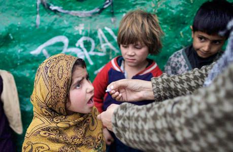 巴基斯坦儿童接种疫苗艰难推进