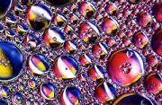 微距摄影:泄露石油的奇幻泡影