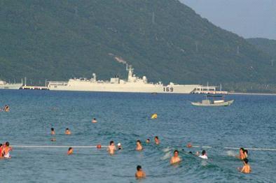 三亚亚龙湾军港在旅游景点附近