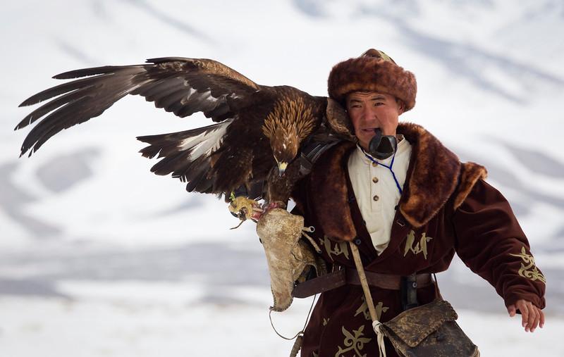 最新体育新闻报道_哈萨克斯坦举办年度金雕狩猎赛_科技_环球网