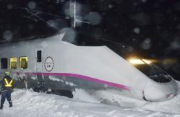 日高速列车因大雪脱轨