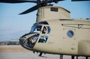 美军装备最新CH-47F重型直升机