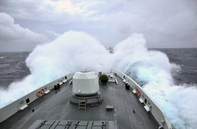 """中国海军从""""黄水海军""""向""""蓝水海军""""前进"""