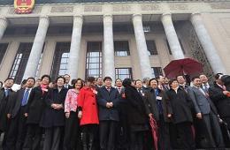 全国政协十二届一次会议雨中闭幕