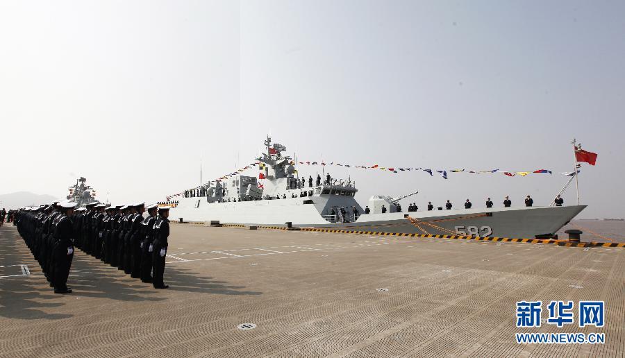 (图文互动)海军蚌埠舰命名授旗
