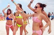 北美学生度春假 沙滩美女抢眼