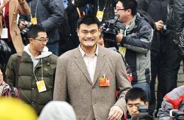 """政协闭幕 姚明冲出记者包围露""""囧""""态"""