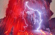 日本樱岛火山喷发现火山闪电奇景