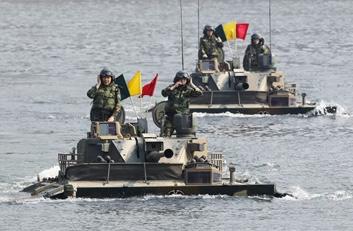 韩国K-21两栖战车进水曾让一名士兵丧命
